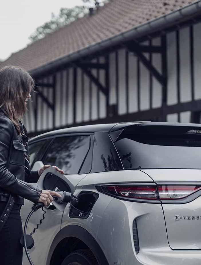 SUV premium électrique en Drôme et en Ardèche les avantages de conduire une voiture électrique
